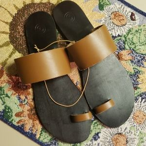 URBAN OUTFITTERS leather sandals / 8